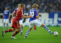 FUSSBALL   1. BUNDESLIGA   SAISON 2011/2012    6. SPIELTAG FC Schalke 04 - FC Bayern Muenchen                       18.09.2011 Bastian SCHWEINSTEIGER (li, Bayern) gegen Teemu PUKKI (re, Schalke)