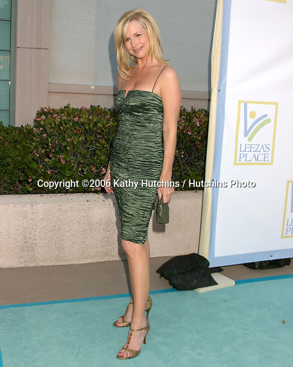 Suzanne Sena arriving at Leeza's Place Care Centre Opening at the .Assistance League Center.Los Angeles, CA.April 21, 2006.©2006 Kathy Hutchins / Hutchins Photo....