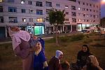 13 septiembre 2015. Nador. Marruecos.<br /> Rachwan y su beb&eacute; Erin, de seis meses, descansan con otras mujeres en un parque de Nador, Marruecos.Un millar de familias sirias, la mayor&iacute;a ni&ntilde;os, esperan en Nador y Beni Enzar (Marruecos) para poder cruzar a Melilla. La ONG Save the Children exige al Gobierno espa&ntilde;ol que tome un papel activo en la crisis de refugiados y facilite el acceso de estas familias a trav&eacute;s de la expedici&oacute;n de visados humanitarios en el consulado espa&ntilde;ol de Nador. Save the Children ha comprobado adem&aacute;s c&oacute;mo muchas de estas familias se han visto forzadas a separarse porque, en el momento del cierre de la frontera, unos miembros se han quedado en un lado o en el otro. Para poder cruzar el control, las mafias se aprovechan de la desesperaci&oacute;n de los sirios y les ofrecen pasaportes marroqu&iacute;es al precio de 1.000 euros. Diversas familias han explicado a Save the Children c&oacute;mo est&aacute;n endeudadas y han tenido que elegir qui&eacute;n pasa primero de sus miembros a Melilla, dejando a otros en Nador.<br /> &copy; Save the Children Handout/PEDRO ARMESTRE - No ventas -No Archivos - Uso editorial solamente - Uso libre solamente para 14 d&iacute;as despu&eacute;s de liberaci&oacute;n. Foto proporcionada por SAVE THE CHILDREN, uso solamente para ilustrar noticias o comentarios sobre los hechos o eventos representados en esta imagen.<br /> Save the Children Handout/ PEDRO ARMESTRE - No sales - No Archives - Editorial Use Only - Free use only for 14 days after release. Photo provided by SAVE THE CHILDREN, distributed handout photo to be used only to illustrate news reporting or commentary on the facts or events depicted in this image.