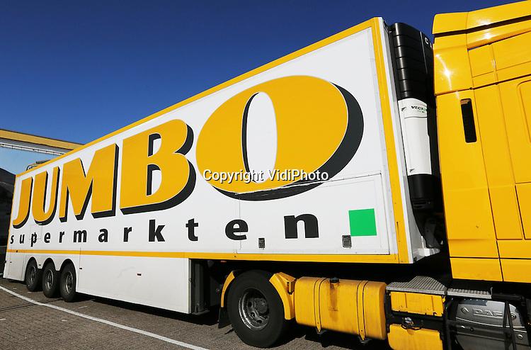 Foto: VidiPhoto..VEGHEL - Vrachtwagen van Jumbo bij het hoofdkantoor en dustributiecentrum in het Brabantse Veghel..