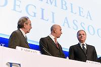 Roma, 10 Luglio 2014<br /> Assemblea annuale ABI<br /> Pier Carlo Padoan (Ministro dell'Economia e delle Finanze), Antonio Patuelli (PresidenteABI) e Ignazio Visco (Governatore della Banca d'Italia) <br /> Rome, July 10, 2014 <br /> ABI Annual Meeting.<br /> Pier Carlo Padoan (Minister of Economy and Finance) , <br /> Antonio Patuelli (President ABI), Ignazio Visco (Governor of the Bank of Italy)
