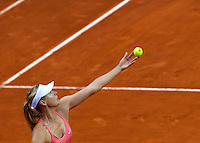 La russa Maria Sharapova al servizio durante la semifinale contro la connazionale Daria Gavrilova agli Internazionali d'Italia di tennis a Roma, 16 maggio 2015. <br />