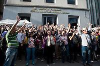 SÃO PAULO,SP, 29.05.2015 - JUDICIÁRIO-SP - Funcionários do Judiciário Federal de São Paulo decidiram entrar em greve a partir do próximo dia 10 de junho. A decisão foi tomada em votação durante a assembléia realizada na tarde de sexta-feira, em frente ao Fórum Ministro Pedro Lessa, na avenida Paulista. Segundo o Sintrajud (Sindicato dos Trabalhadores do Judiciário), a paralisação no setor também foi aprovada em outros estados do Brasil. (Foto: Gabriel Soares/Brazil Photo Press)