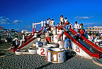Parque infantil em Manágua, Nicarágua. 1981. Foto de Juca Martins.