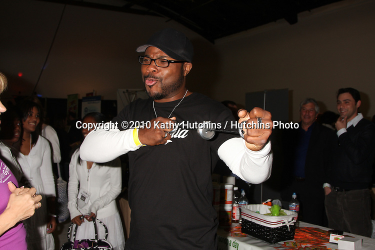 LOS ANGELES - NOV 20:  Malcolm-Jamal Warner at the Connected's Celebrity Gift Suite celebrating the 2010 American Music Awards at Ben Kitay Studios on November 20, 2010 in Los Angeles, CA