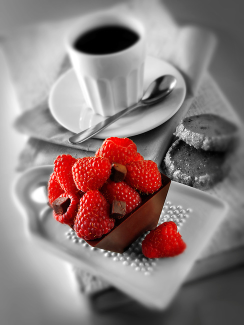 fresh fruit individual chocolate cakes with raspebrries