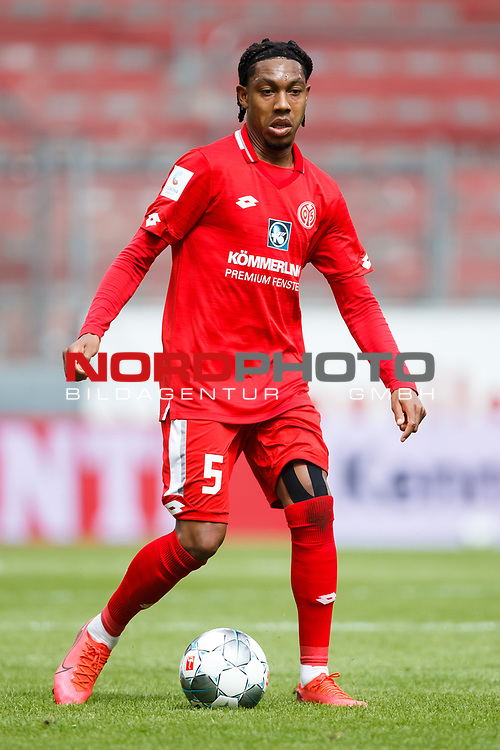 Jean Paul Boetius (FSV Mainz 05) mit Ball, <br /> <br /> Sport: Fussball: 1. Bundesliga:: nphgm001:  Saison 19/20: 33. Spieltag: 1. FSV Mainz 05 vs SV Werder Bremen 20.06.2020<br /> Foto: Neis/Eibner/Pool/via gumzmedia/nordphoto<br /><br />DFB regulations prohibit any use of photographs as image sequences and/or quasi-video.<br />Editorial Use ONLY<br />National and International News Agencies OUT<br />  DFL REGULATIONS PROHIBIT ANY USE OF PHOTOGRAPHS AS IMAGE SEQUENCES AND OR QUASI VIDEO<br /> EDITORIAL USE ONLY<br /> NATIONAL AND INTERNATIONAL NEWS AGENCIES OUT