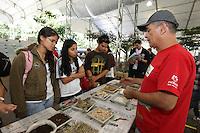 SAO PAULO, SP, 18/05/2012, SOS MATA ATLANTICA. Aconte de hoje (18) ate o proximo Domingo no Pq. do Ibirapuera a exposicao SOS MATA ATLANTICA, varias oficinas ensinam tecnicas sustentaveis, alem da reciclagem de lixo sao ensinadas.  Luiz Guarnieri/ Brazil Photo Press
