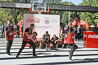 - Milano, ottobre 2016, il padiglione della Coca Cola all'Expo 2015 donato alla citt&agrave; e  ricostruito nei giardini di via La Spezia, periferia sud, come campo coperto di pallavolo.<br />