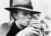 DAVID BOWIE - (as Thomas Jerome Newton) -  promotion photo for The Man Who Fell to Earth - 1976.  Photo credit: MM Media/IconicPix