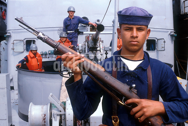 Marineros de la armada del Paraguay, en la ciudad de Asuncion. *Soldiers of the  Paraguay Navy on board of a war ship