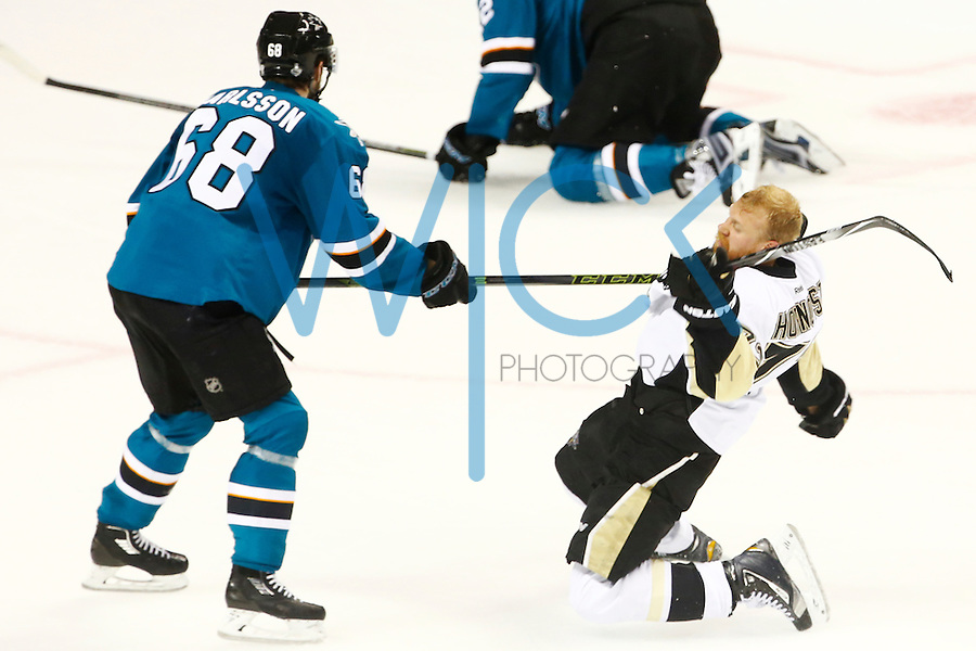Patric Hornqvist #72 of the Pittsburgh Penguins gets tangled up with Melker Karlsson #68 of the San Jose Sharks in the second period during game four of the Stanley Cup Final at the SAP Center in San Jose, California on June 6, 2016. (Photo by Jared Wickerham / DKPS)