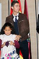ATENCAO EDITOR IMAGEM EMBARGADA PARA VEICULOS INTERNACIONAIS - MADRI, ESPANHA, 17 DEZEMBRO 2012 - O jogador portugues do Real Madrid Cristiano Ronaldo durante campanha de natal da Fundancao Real Madrid em Madri capital da Espanha, nesta segunda-feira, 17. (FOTO: ALEX CID FUENTES / ALFAQUI / BRAZIL PHOTO PRESS)..