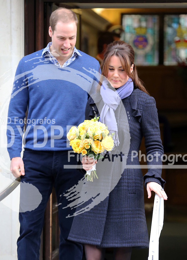 Duchess of Cambridge leaving  the King Edward VII hospital with the Duke of Cambridge ,  Thursday, 6th December 2012  Photo by:  Stephen Lock / i-Images / DyD Fotografos