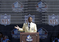 Warren Moon, the first African American quarterback to be inducted into the hall of fame, speaks during his induction into the Pro Football Hall of Fame Saturday, Aug. 5, 2006, in Canton, Ohio.<br />
