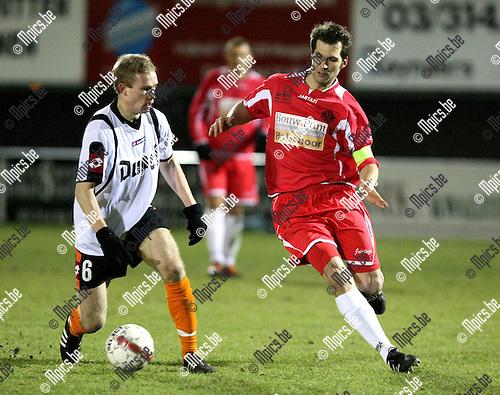 2010-03-06 / Voetbal / seizoen 2009-2010 / Hoogstraten VV - Willebroek-Meerhof / Cedric Dellevoet (L) met Peter Meeusen van Hoogstraten..Foto: mpics