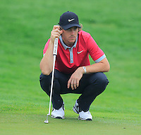 Tommy Fleetwood (ENG) on the 1st green during Thursday's Round 1 of the 2014 BMW Masters held at Lake Malaren, Shanghai, China 30th October 2014.<br /> Picture: Eoin Clarke www.golffile.ie