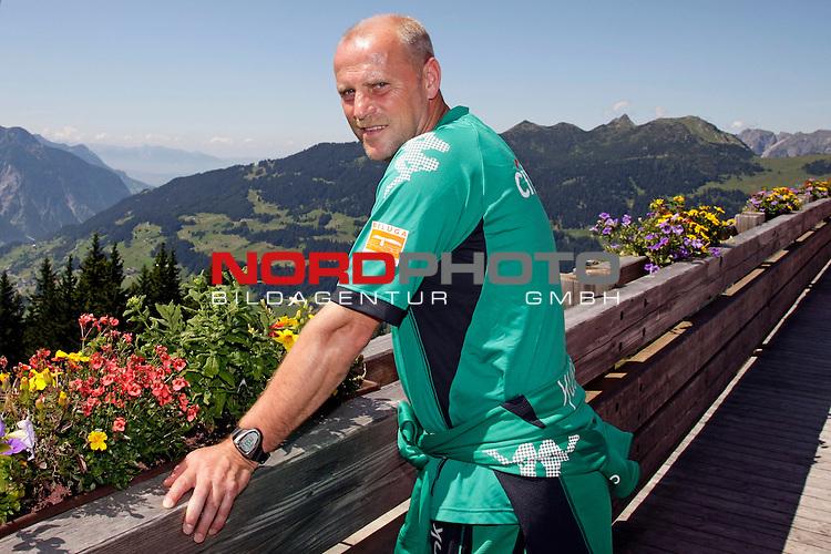 FBL 08/09 Trainingslager  Werder Bremen - 2008 Schruns / &Ouml;sterreich  - Day <br /> <br /> Feature <br /> <br /> <br /> Am Freitag mittag fuhr der Bremer Trainerstab und der F&uuml;hrung von Thomas Schaaf ( Bremen GER - Trainer  COACH) und J&uuml;rgen L. Born (Vorsitzender der Gesch&auml;ftsf&uuml;hrung und Gesch&auml;ftsf&uuml;hrer Finanzen und &Ouml;ffentlichkeitsarbeit) mit der Hochjochbahn auf den Berg.<br /> <br /> Thomas Schaaf ( Bremen GER - Trainer  COACH)<br /> <br /> Foto &copy; nph (nordphoto )<br /> <br /> <br /> <br />  *** Local Caption ***