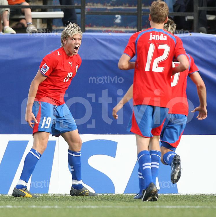Fussball International U 20 WM  Tschechische Republik - Nordkorea Lubos KALOUDA (CZE,li.) freut sich nach seinem 2:1 mit Petr JANDA (CZE, Nr. 12) und Ondrej KUDELA (CZE, .