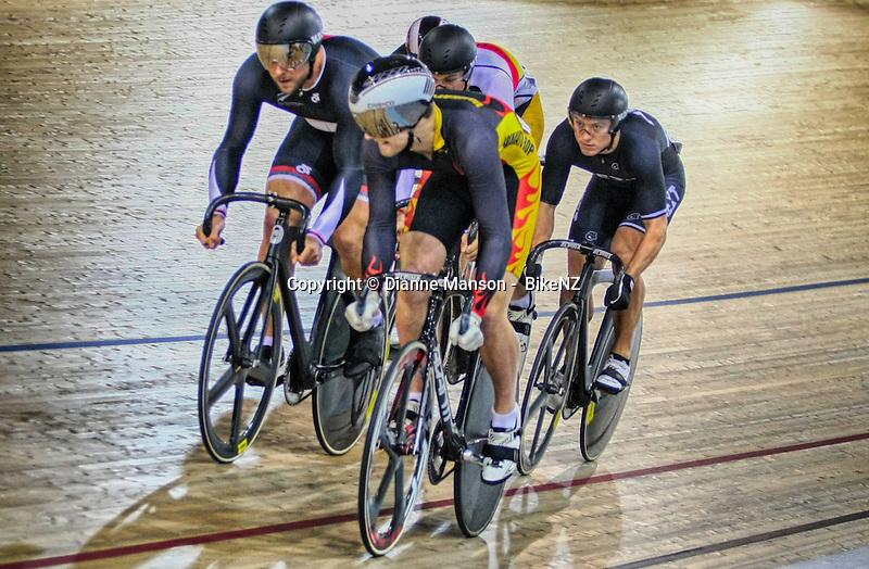 Callum Saunders out front, Eddie Dawkins, left, and Ethan Mitchell in the ME Keirin at the Avanti BikeNZ Classic, Avantidrome, Cambridge, New Zealand, Friday, September 19, 2014, Credit: Dianne Manson/BikeNZ