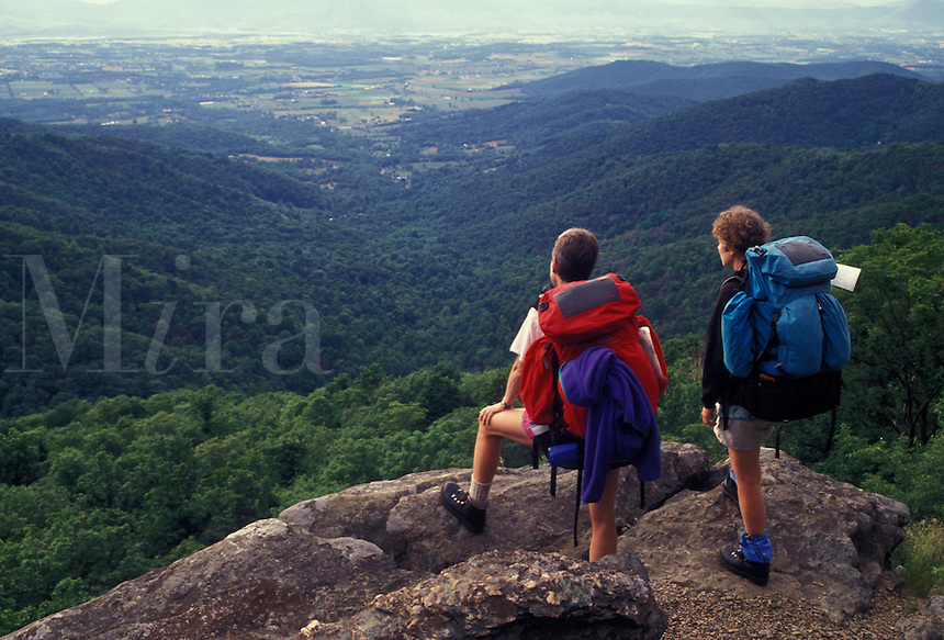AJ2688, hiking, backpacking, hikers, Shenandoah National Park, Appalachian Trail, Virginia, Blue Ridge, Appalachian Mountains, National Scenic Trail, Two women hiking the long distance Appalachian Trail with backpacks looking out over the Shenandoah National Park in the state of Virginia.