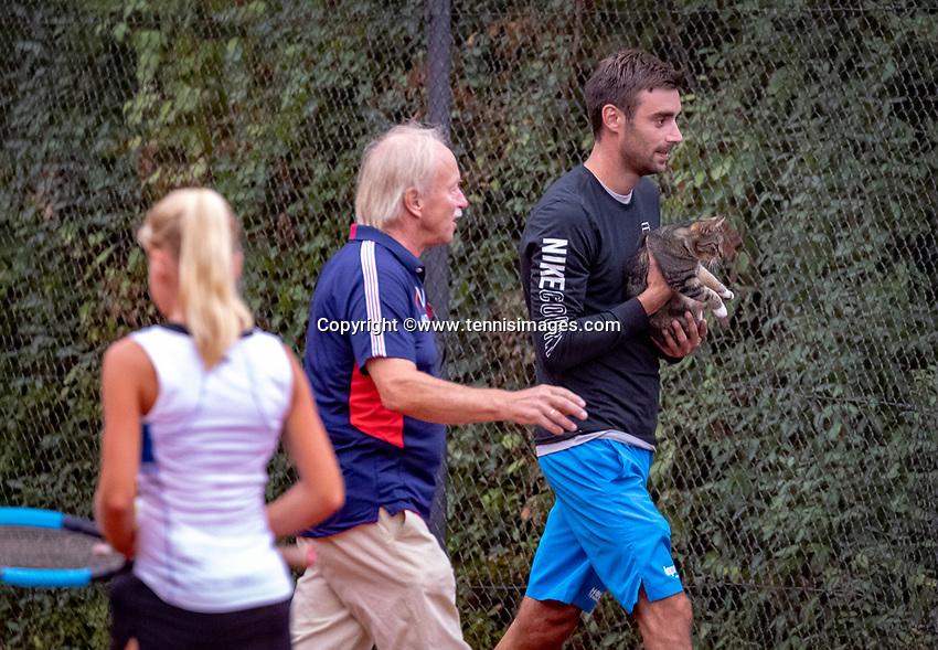 Hilversum, Netherlands, August 8, 2018, National Junior Championships, NJK, cat on the court<br /> Photo: Tennisimages/Henk Koster