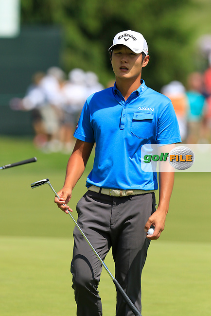 Danny Lee (NZL) at the 18th green during Wednesday's Practice Day of the 2016 U.S. Open Championship held at Oakmont Country Club, Oakmont, Pittsburgh, Pennsylvania, United States of America. 15th June 2016.<br /> Picture: Eoin Clarke | Golffile<br /> <br /> <br /> All photos usage must carry mandatory copyright credit (&copy; Golffile | Eoin Clarke)