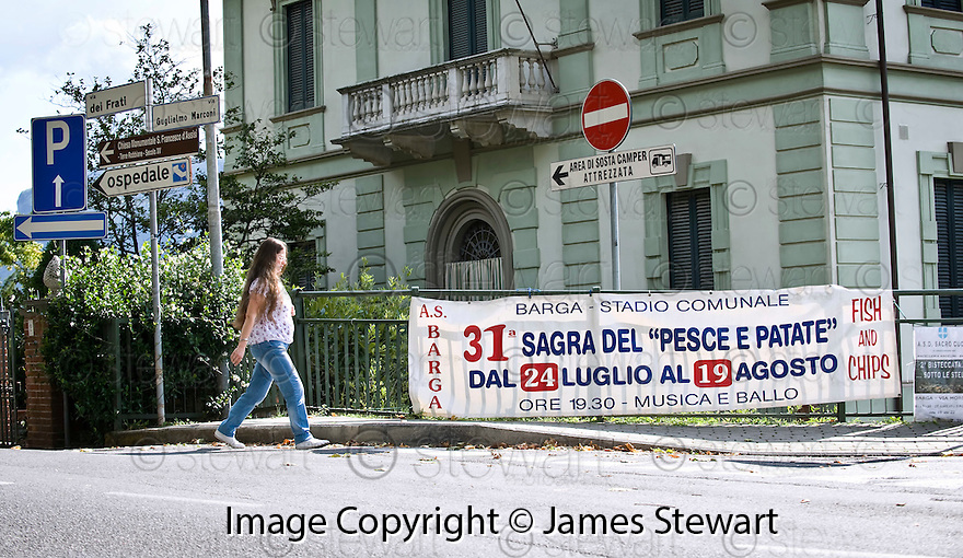 SAGRA DEL &quot;PESCE E PATATE&quot; 2011, BARGA, ITALY<br /> <br /> ONE LOCAL HEADS TO THE FESTIVAL.