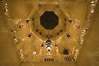 Afrique/Afrique du Nord/Maroc /Casablanca: le Rick's Café bd Sour Jdid - Piano bar créé par Kathy Krieger en hommage au film de Michael Curtiz - dans un ancien hotel des remparts de la médina détail du plafond