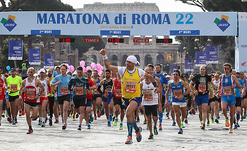 10.04.2016. Rome, Italy. 22nd annual Marathon of Rome City and Run for Fun.  Rome Run for Fun mass Start