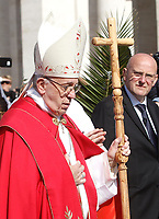 Pope Francis arrives to lead the Palm Sunday Mass in Saint Peter's Square at the Vatican, April 9, 2017. <br /> UPDATE IMAGES PRESS/Isabella Bonotto<br /> <br /> STRICTLY ONLY FOR EDITORIAL USE