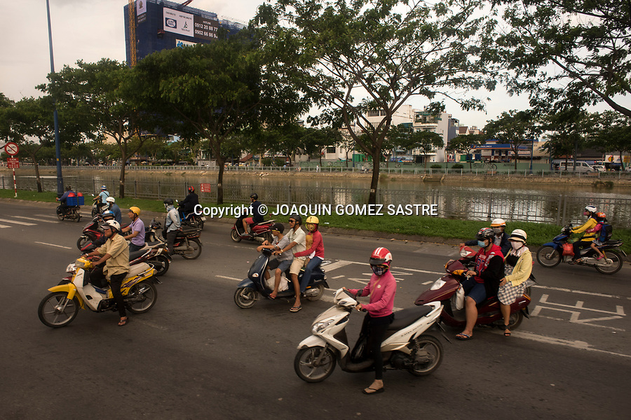The motorcycle traffic in the capital of Vietnam (Ho Chi Minh) is very intense, a high percentage of the population of the city uses this means transport.<br /> HO CHI MINH-VIETNAM