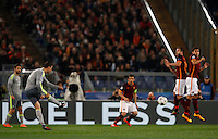 Calcio, andata degli ottavi di finale di Champions League: Roma vs Real Madrid. Roma, stadio Olimpico, 17 febbraio 2016.<br /> Real Madrid's Cristiano Ronaldo, left, attempts a free kick during the first leg round of 16 Champions League football match between Roma and Real Madrid, at Rome's Olympic stadium, 17 February 2016.<br /> UPDATE IMAGES PRESS/Riccardo De Luca