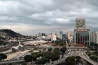 RIO DE JANEIRO, RJ, 23.09.2013 - CLIMA TEMPO RJ - O Rio de Janeiro amanheceu com o céu nublado e com nuvens carregadas nesse inicio de primavera na região central da cidade nessa segunda 23. (Foto: Levy Ribeiro / Brazil Photo Press)