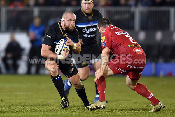 Tom Dunn of Bath Rugby in possession. European Rugby Champions Cup match, between Bath Rugby and the Scarlets on January 12, 2018 at the Recreation Ground in Bath, England. Photo by: Patrick Khachfe / Onside Images