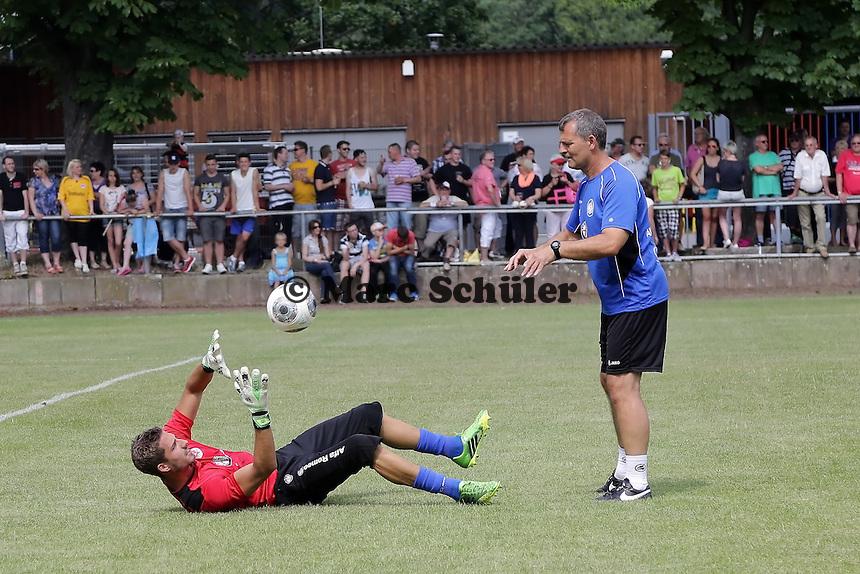 Kevin Trapp mit Moppes Petz - Eintracht Frankfurt vs. VfR Aalen