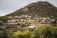 Antigua construcci&oacute;n y casas de minero en la entrada del pueblo de Nacozari de Garcia, Sonora <br /> ** &copy; Foto:LuisGutierrez/NortePhoto.com