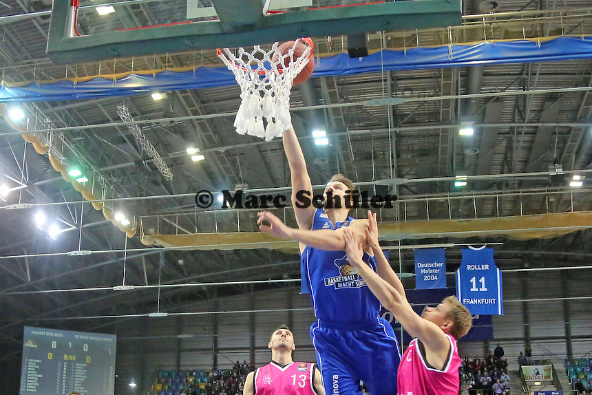 Danilo Barthel (Skyliners) setzt sich durch- Fraport Skyliners vs. Telekom Baskets Bonn, Fraport Arena Frankfurt