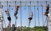 Nederland - Spaarnwoude  -  mei 2018. De Strong Viking Hills Edition. Obstacle Run in recreatiegebied Spaarwoude. Touwklimmen.  Foto mag niet in negatieve / schadelijke context worden gepubliceerd.   Foto Berlinda van Dam / Hollandse Hoogte.