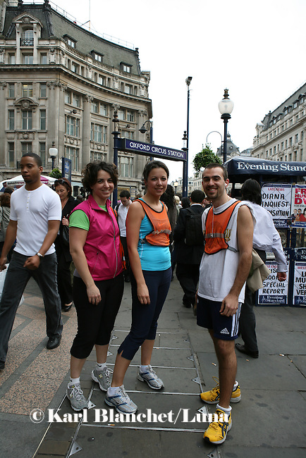 The Nike shop in Oxford Circus organises twice a week a run from Central London to Regent's Park. 150 Londoners come just after work.