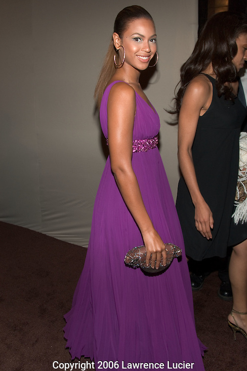"Recording artist Beyonce Knowles arrives at Def Jam Music Group chairman Antonio ""LA"" Reid's 50th birthday party June 10, 2006, at Nobu 57 in New York City. (Pictured : BEYONCE KNOWLES)."