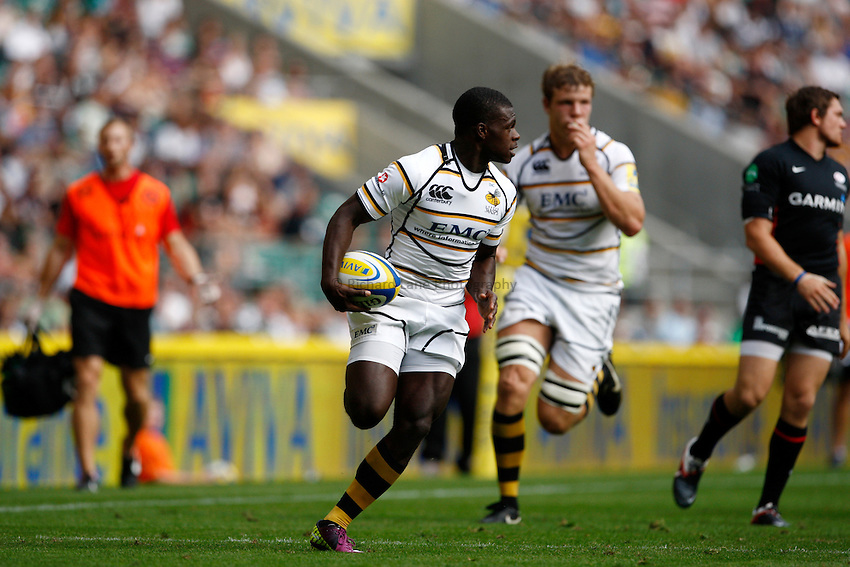 Photo: Richard Lane/Richard Lane Photography. Saracens v London Wasps. Aviva Premiership. 03/09/2011. Wasps' Christian Wade breaks for a try.