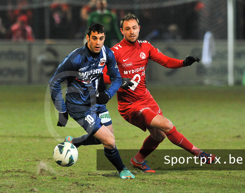 KV Kortrijk - RAEC Mons Bergen : duel om de bal tussen Baptiste Martin (rechts) en Shlomi Arbitman.foto VDB / BART VANDENBROUCKE
