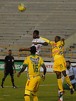 TUNJA - COLOMBIA -10 -02-2014: Avimiled Rivas (Izq.) jugador de Patriotas FC disputa el balón con Carlos Diaz (Der.) y Jefferson Lerma (Cent.) jugadores del Atletico Huila durante partido de la cuarta fecha de la Liga Postobon I 2014, jugado en el estadio La Independencia de la ciudad de Tunja. / Avimiled Rivas (L) player of Patriotas FC vies for the ball with Carlos Diaz (L) and Jefferson Lerma (C) players of Atletico Huila during a match for the fourth date of the Liga Postobon I 2014 at the La Independencia  Stadium in Tunja city. Photo: VizzorImage  / Jose M. Palencia / Str
