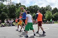 Nauheim 20.05.2017: Streetball-Turnier der Kinder- und Jugendf&ouml;rderung<br /> Mo (Team Ski-Club 1) setzt sich durch<br /> Foto: Vollformat/Marc Sch&uuml;ler, Sch&auml;fergasse 5, 65428 R'heim, Fon 0151/11654988, Bankverbindung KSKGG BLZ. 50852553 , KTO. 16003352. Alle Honorare zzgl. 7% MwSt.