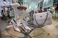 ATENCAO EDITOR IMAGEM EMBARGADA PARA VEICULOS INTERNACIONAIS - SAO PAULO, SP, 14 DE JANEIRO 2013 - ABERTURA COUROMODA 40 ANOS - Couromoda 2013, o mais importante encontro de moda e negócios entre a indústria e o varejo de calçados e acessórios, no Complexo do Anhembi na regiao norte da capital paulista, nesta segunda-feira, 14. FOTO: VANESSA CARVALHO / BRAZIL PHOTO PRESS).
