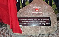 Enthüllung Gedenkstein mit Tafel zur Gründung der SPD vor 150 Jahren in Leipzig - im Bild: Aufschrift und Tafel. Foto: Norman Rembarz
