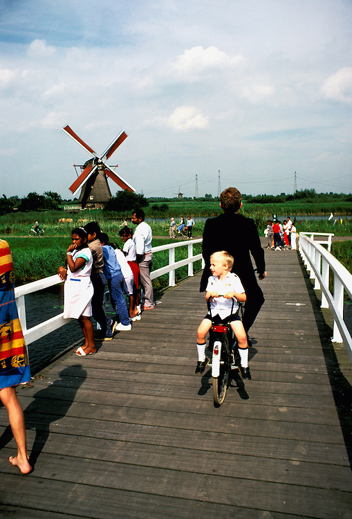 Netherlands: Biking: Kinderdijk Windmill area.  Photo: dubike103.Photo copyright Lee Foster, 510/549-2202, lee@fostertravel.com, www.fostertravel.com