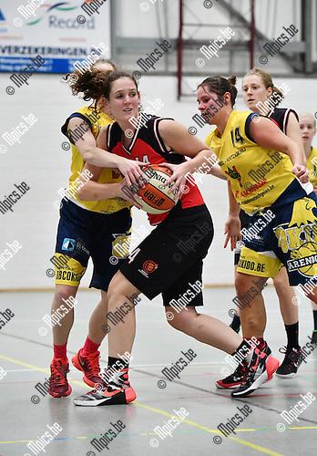 2016-11-26 / Basketbal / Seizoen 2016-2017 / Okido Arendonk - Zuiderkempen / Vervoort (Zuiderkempen) wordt belaagd<br /> <br /> ,Foto: Mpics.be