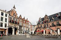 Nederland Nijmegen 2016 02 25. Historische panden aan de Grote Markt. Links de Boterwaag, rechts de poort naar het Stevenskerkhof.   Foto Berlinda van Dam / Hollandse Hoogte